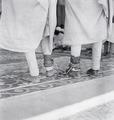ETH-BIB-Verbrecher mit Fussfessel vor dem Hohen Gerichtshof-Abessinienflug 1934-LBS MH02-22-0652.tif