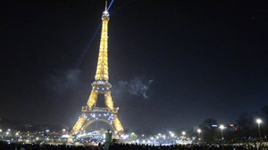 File:Eiffel Tower on the New Year Eve at midnight.webm