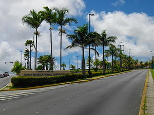 塔穆宁: Entrance to Guam International Airport