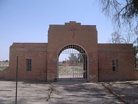 Entry to RAF Habbaniya Cemetery.JPG