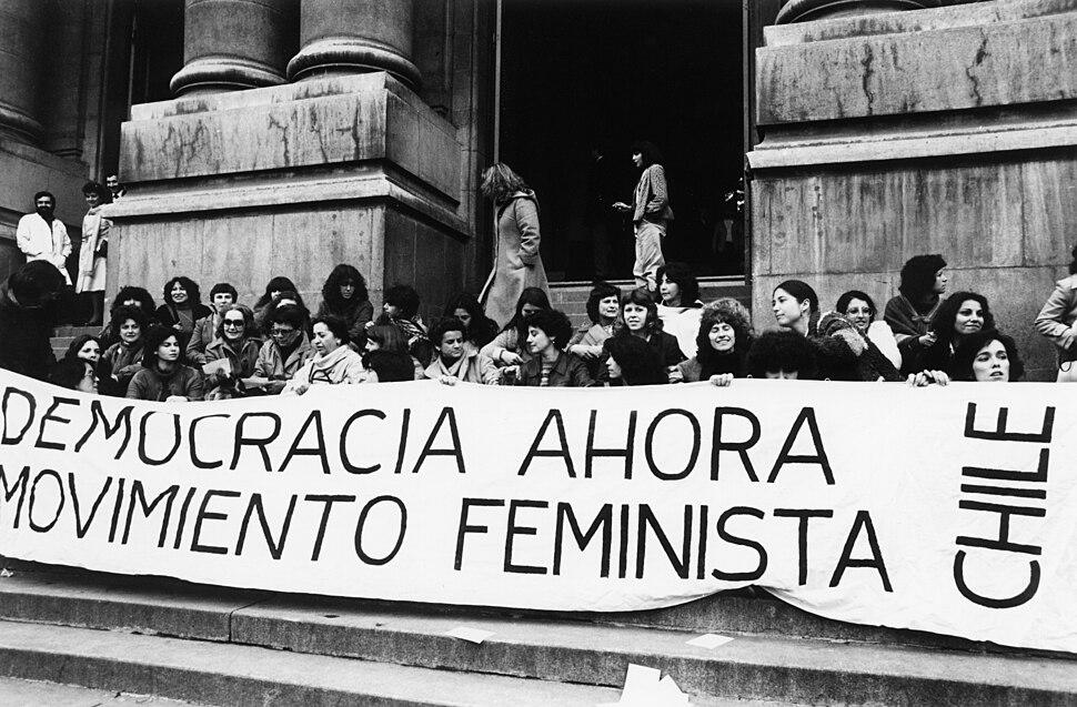 Feministas en lucha anti Pinochet (de Kena Lorenzini)