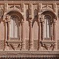 Fenêtres du Palais (Fort Meherangarh, Jodhpur) (8415209763).jpg