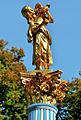 Figur im Rosengarten cropped.jpg