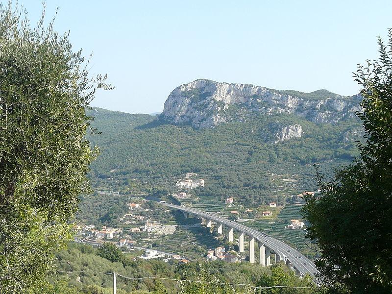 File:Finale Ligure-montagna1.jpg