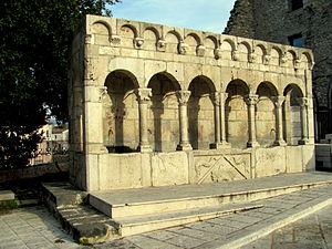 Isernia - Fontana Fraterna
