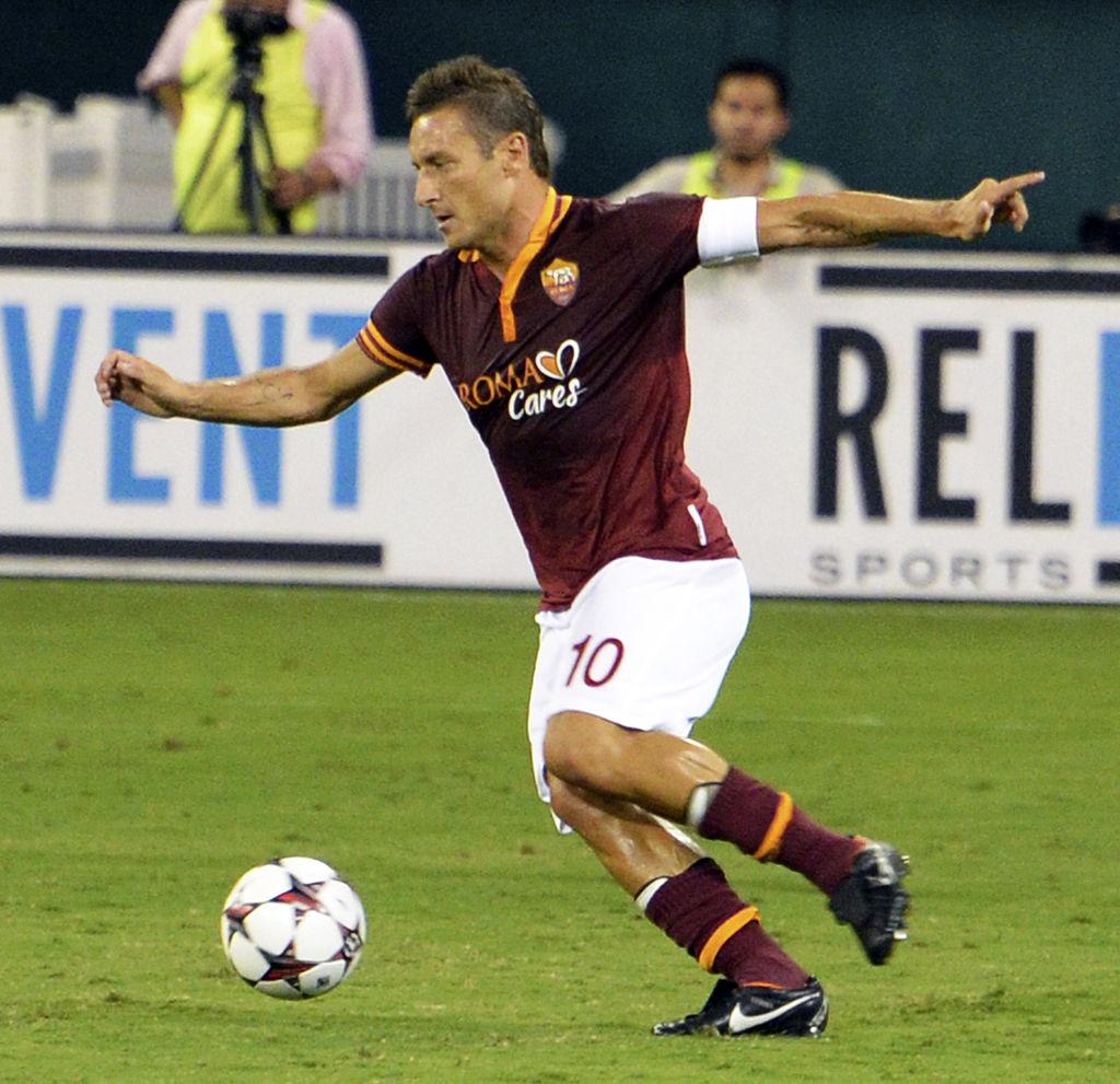 Foto: Totti in azione durante un'amichevole contro il Chelsea parte della tournée estiva negli Stati Uniti del 2013.