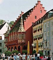 Münsterplatz mit historischem Kaufhaus