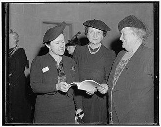 Charlotte Whitton - Image: Fru Betzy Kjelsberg, Perkins, & Miss Charlotte Whitton, 1939 or 1940