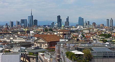 Full Milan skyline from Duomo roof.jpg