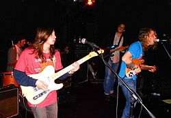 Girls live på The Bottletree Café in Birmingham, Alabama.
