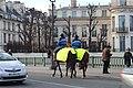Gendarmes Cheval Pont Sully Paris 2.jpg