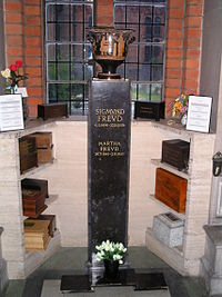 Golders Green crematorium (pictures) 004.jpg