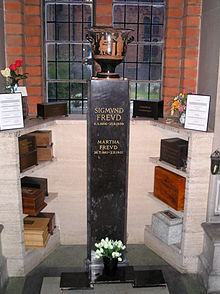 Golders Green crematorium (pictures) 004.jpg