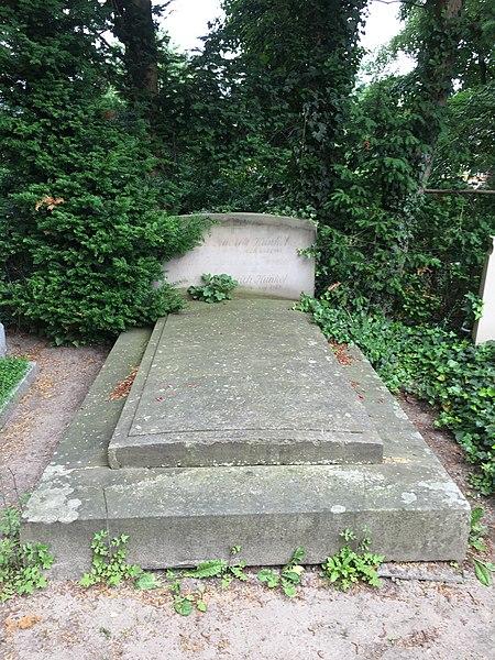File:Grabstein Joseph Christian Lillie Friedhof St. Jürgen 1827.jpg