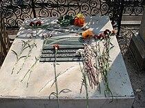 Grave of Olga Knipper-Chekhova.jpg