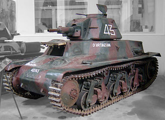 Hotchkiss H35 - An H39 at Saumur; this vehicle has been modified by the Germans who fitted a cupola hatch