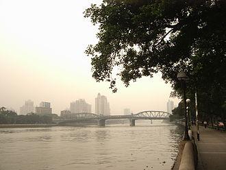 Haizhu Bridge - Haizhu Bridge, as viewed south bank of the river.