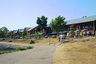 Hanko - Restaurants by the marina in the busy summer tourist season.