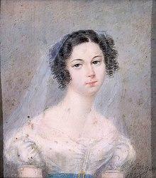 Fargemalt portrett av en kvinne, blek hudfarge, svart hår med ringletter på sidene, iført et lett slør av lys farge;  signatur i svart nede til høyre: Sowgen 1825