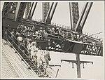Harbour Bridge painters on central arch, 1932 (8282718831).jpg