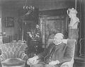 Heike Kamerlingh Onnes - 38 - Kamerlingh Onnes at his home, around 1920.png