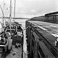 Het laden van ijzererts, waarschijnlijk bij de Orinoco Mining Company (ijzererts, Bestanddeelnr 252-5320.jpg