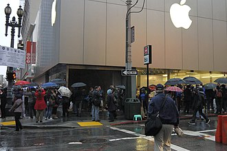 IPad (3rd generation) - Customers standing in line waiting to purchase the third-generation iPad.