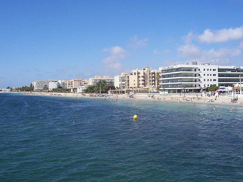 Qual praia de Ibiza ficar?