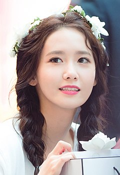 Im Yoon-ah at fansigning event on August 13, 2017 (1).jpg