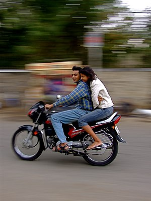 English: Couple on a motorcycle in Rajasthan, ...