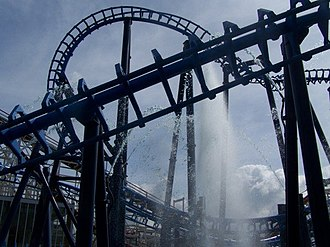 Infusion (roller coaster) - Photo of the ride showing the fountains underneath