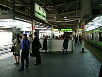 JREast-Takadanobaba-station-platform.jpg