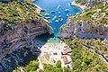 Jachten im Adriatischen Meer an der Bucht Stiniva auf der Insel Vis in Kroatien (48608293538).jpg