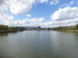 瀘江河と塔沖河の合流点に架かる双竜橋
