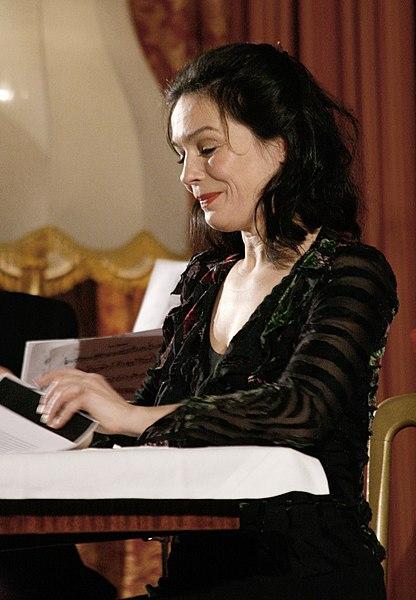 Datei:Julia Stemberger und Die österr. Salonisten, 2010 (1).jpg