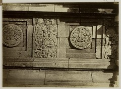 KITLV 28307 - Isidore van Kinsbergen - Relief with part of the Ramyana epic at the front of Panataran, Kediri - 1867-02-1867-06.tif