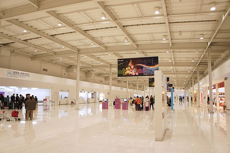 Kansai International Airport Terminal - Piano - Interior_Architexpert.com