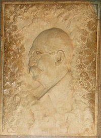 Kamal Al- Molk Statute on his grave