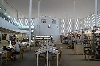 Kanazawa Umimirai Library - Image: Kanazawa Umimirai Library 2F ac (1)