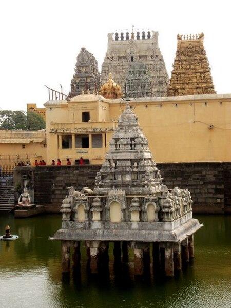 File:Kanchi Kamakshi temple1.jpg