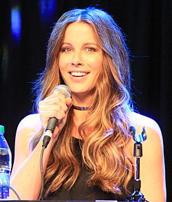 Kate Beckinsale Comicpalooza 2016 (27689187571) (cropped).jpg