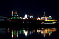 Kazan Kremlin at night.jpg