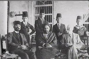 Khaz'al Khan al-Kaabi - Sheikh Khaz'al Bin Jabir (centre) with Sir Hugh Bell (right) and Talib Al Naqib (Left).