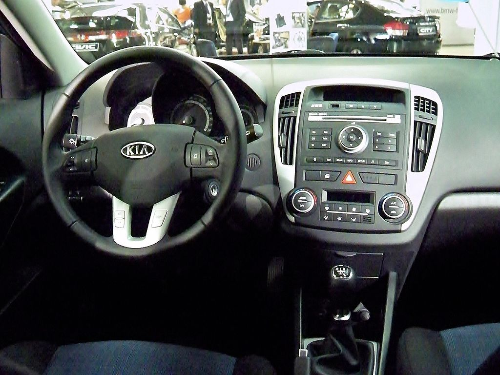 file kia cee 39 d sw facelift interior gms wikimedia commons. Black Bedroom Furniture Sets. Home Design Ideas