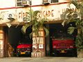 Kolkata, street scene (25080398281).jpg