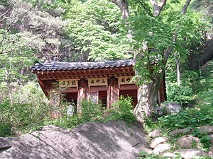 Yeongju - Image: Korea Seosan Buseoksa Building 01