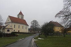 Kostel a fara v Cetkovicich.JPG