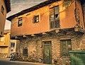 La casa del corredor de adobe - The adobe corridor house. (51317409639).jpg