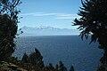 Lago Titicaca con el macizo del Illampu al fondo (Bolivia).jpg
