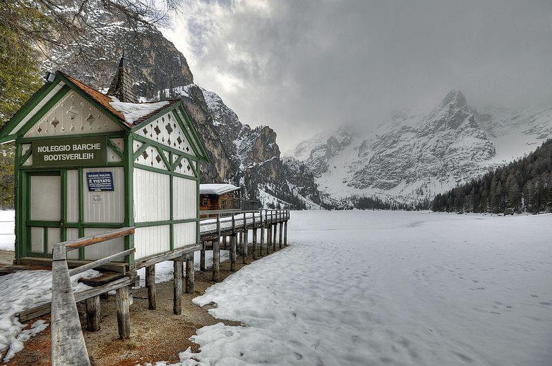 File:Lake Braies (Pragser Wildsee) - Braies, Bozen, Italy - April 4, 2010.jpg